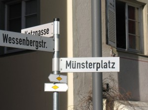 Wanderweg-Schild_Konstanz-Münsterplatz_1-2011_6047m