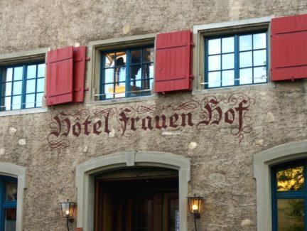 Von Schiffen in den Bergen (Restaurantnamen)